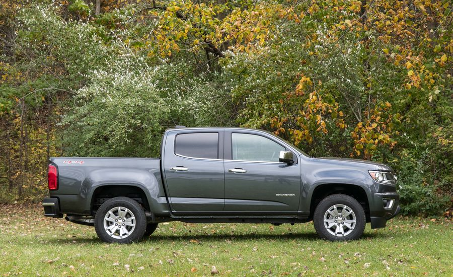 2017 chevrolet colorado l interior review car and driver. Black Bedroom Furniture Sets. Home Design Ideas