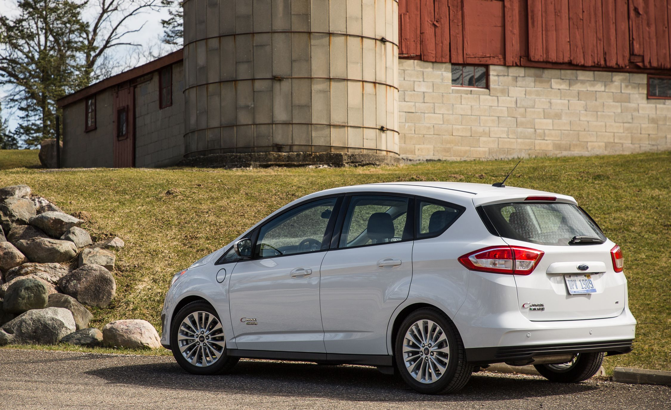 2017 Ford C-Max / C-Max Energi | In-Depth Model Review | Car and Driver : ford economy car - markmcfarlin.com