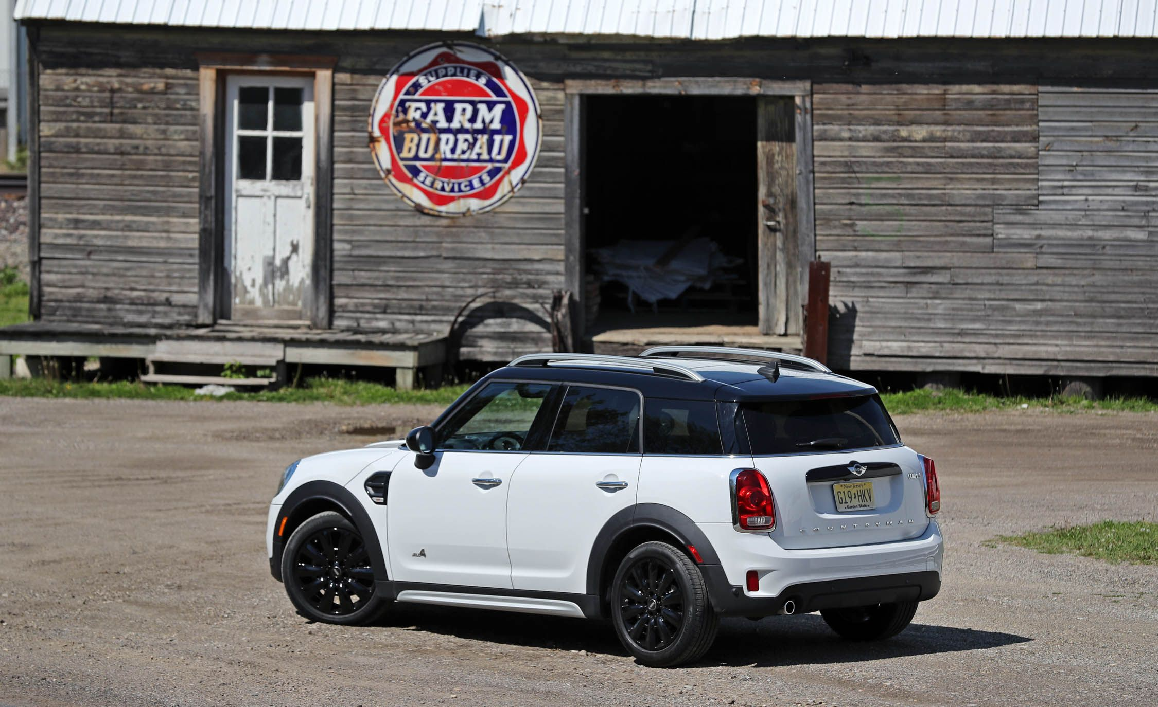 2017 mini cooper countryman cargo space and storage review car and driver. Black Bedroom Furniture Sets. Home Design Ideas