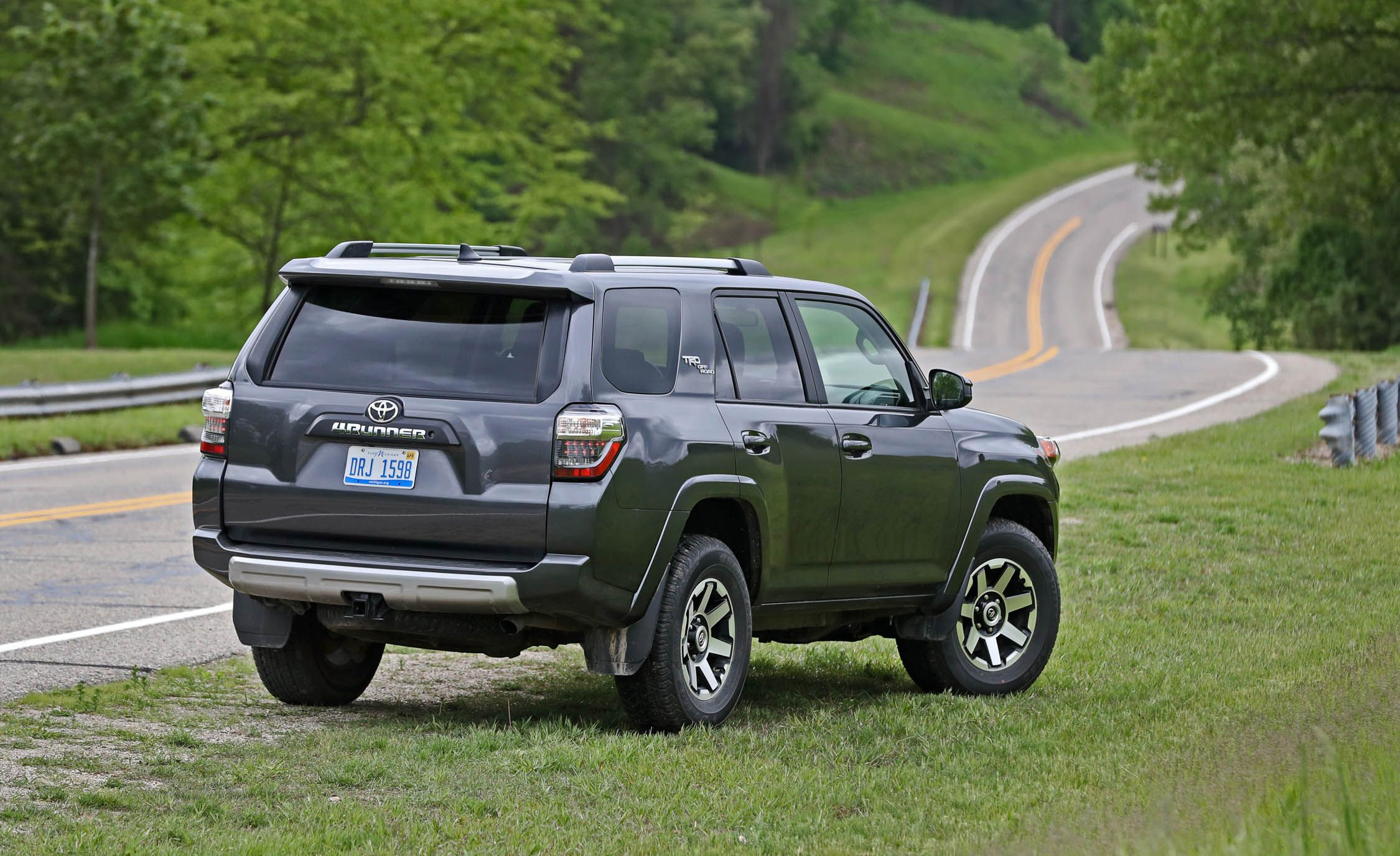 2017 Toyota 4Runner | Cargo Space and Storage Review | Car ...
