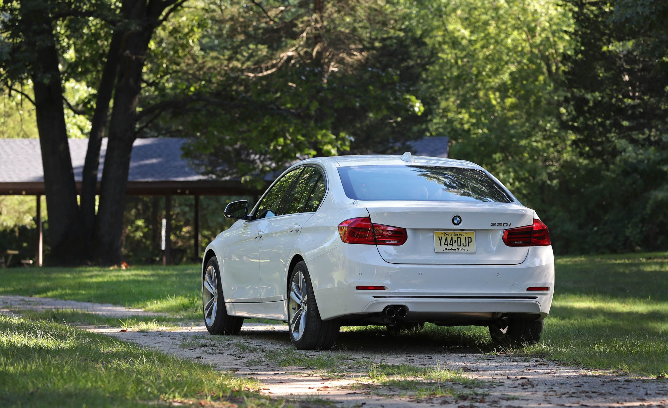 2017 bmw 3 series cargo space and storage review car and driver. Black Bedroom Furniture Sets. Home Design Ideas