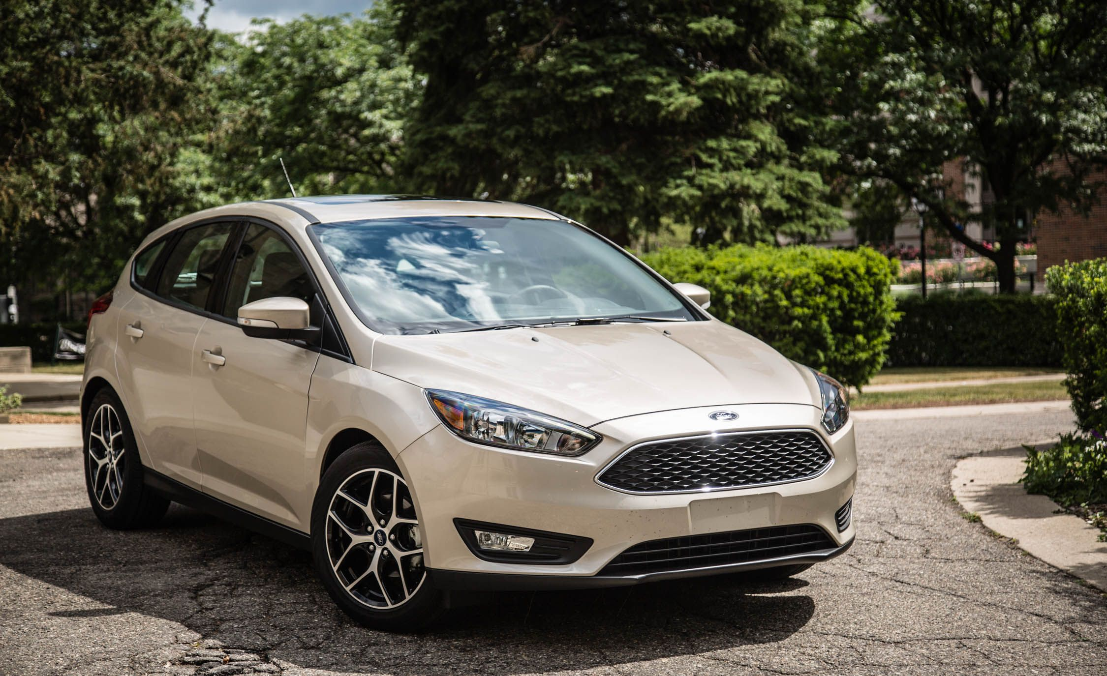 2017 ford focus sync 3 infotainment review car and driver. Black Bedroom Furniture Sets. Home Design Ideas
