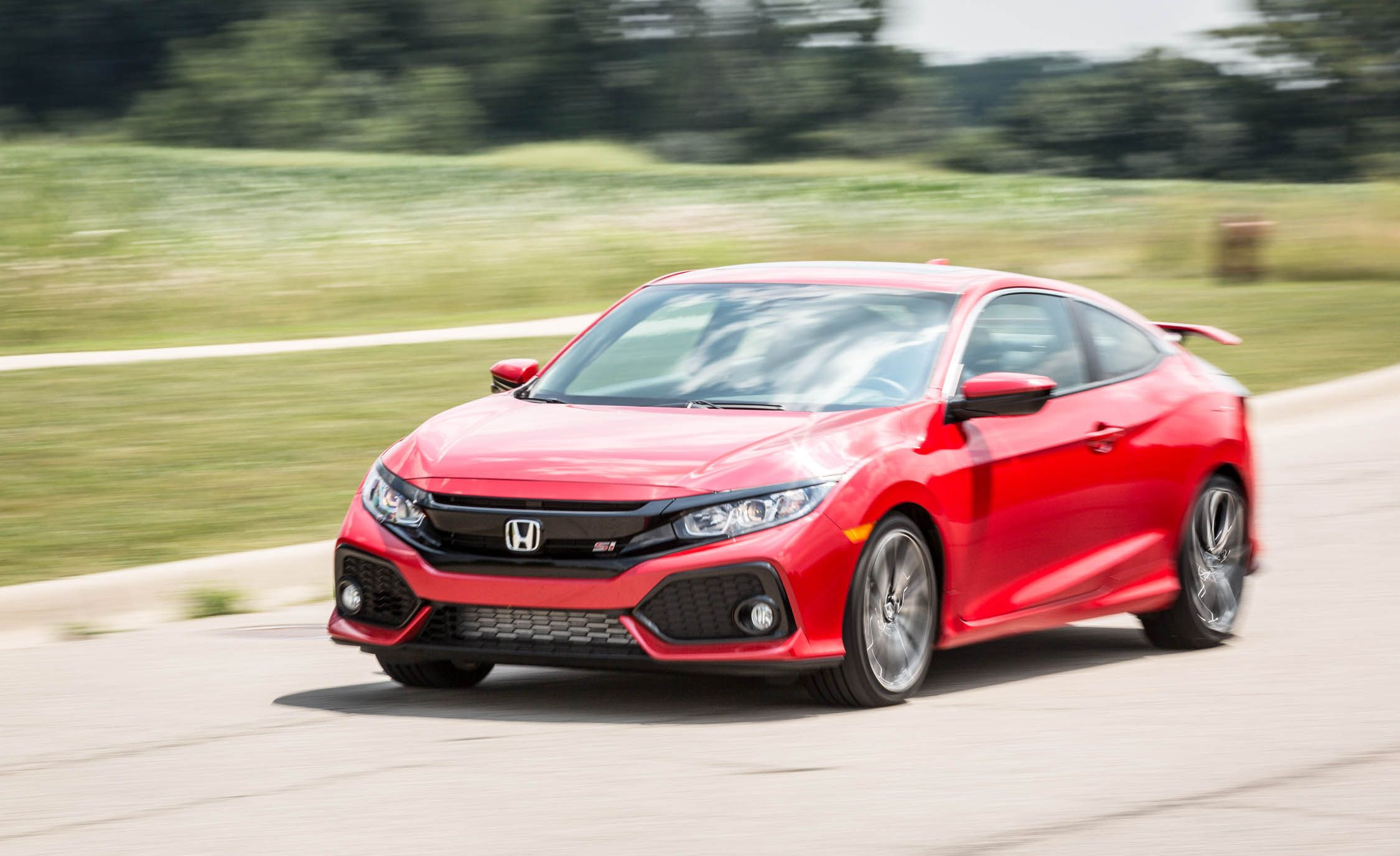 2017 honda civic si safety and driver assistance review car and driver. Black Bedroom Furniture Sets. Home Design Ideas