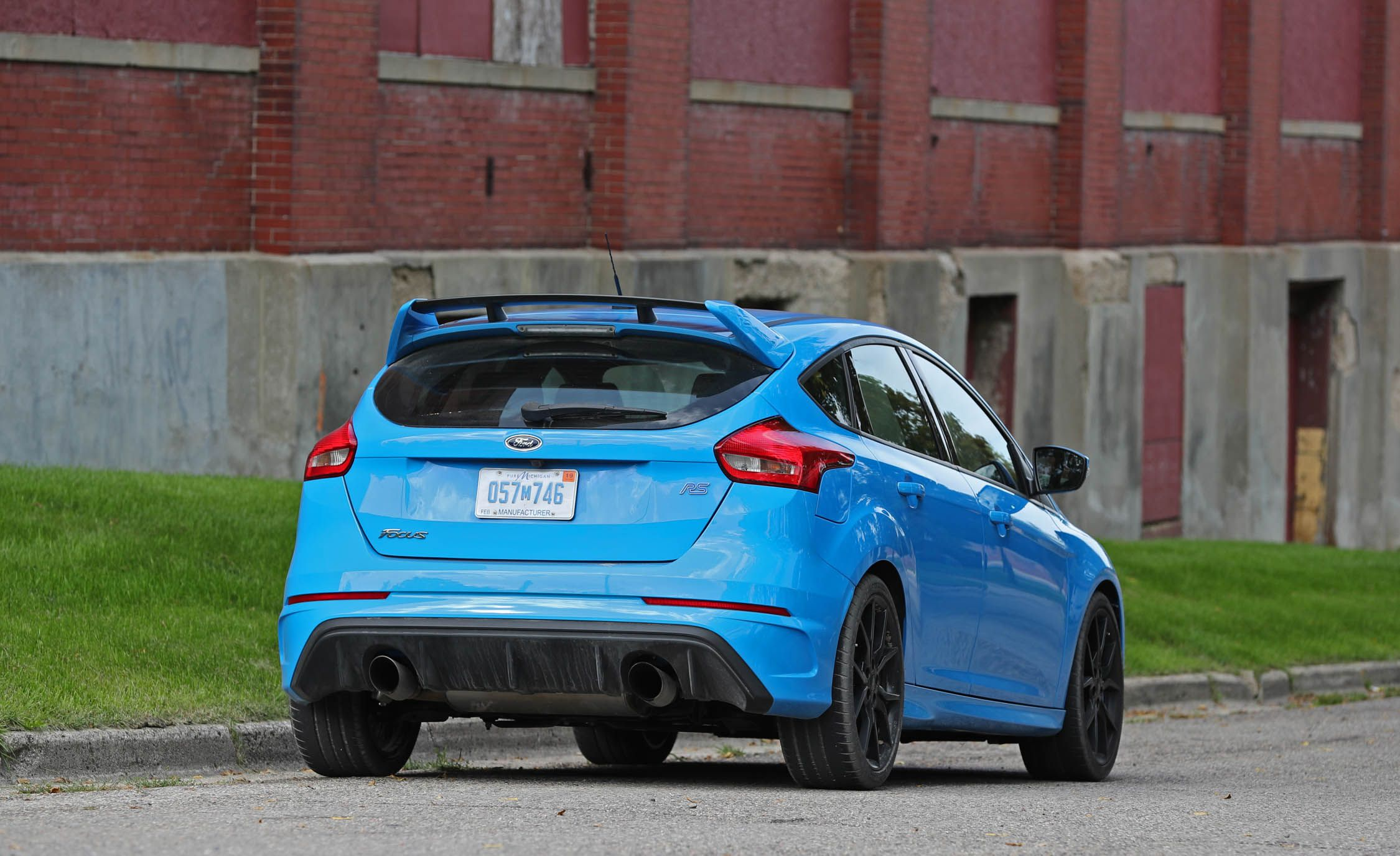 2017 ford focus rs cargo space and storage review car and driver. Black Bedroom Furniture Sets. Home Design Ideas