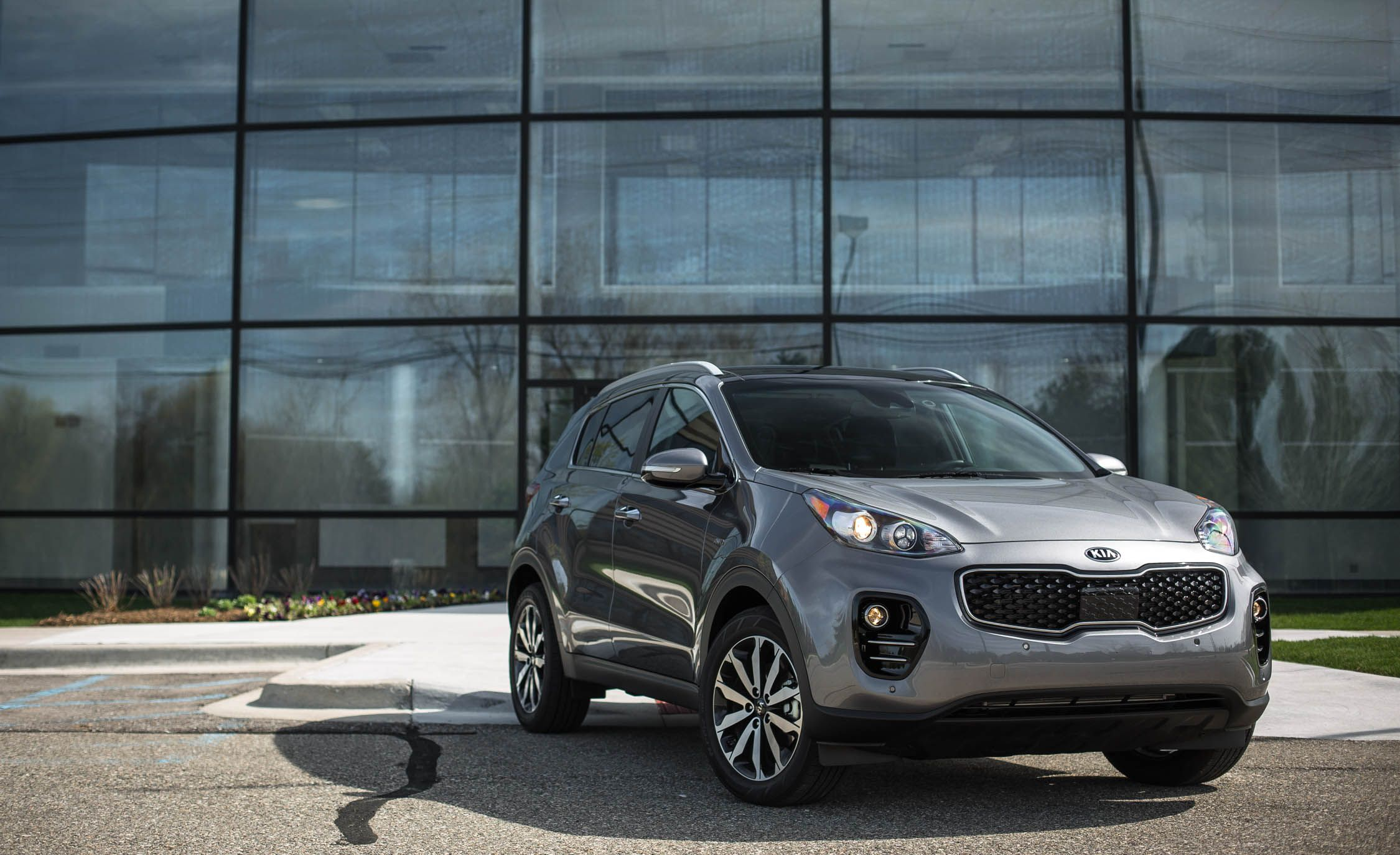 2018 kia sportage exterior review car and driver. Black Bedroom Furniture Sets. Home Design Ideas