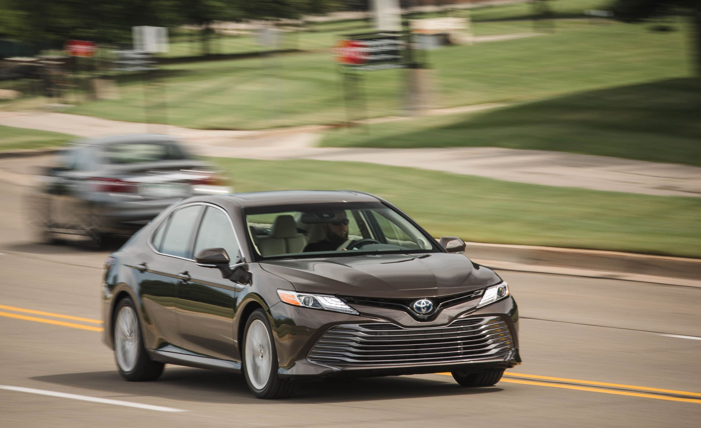 2018 Toyota Camry Xle Hybrid Test Review Car And Driver Drum Set Up Diagram Tuning