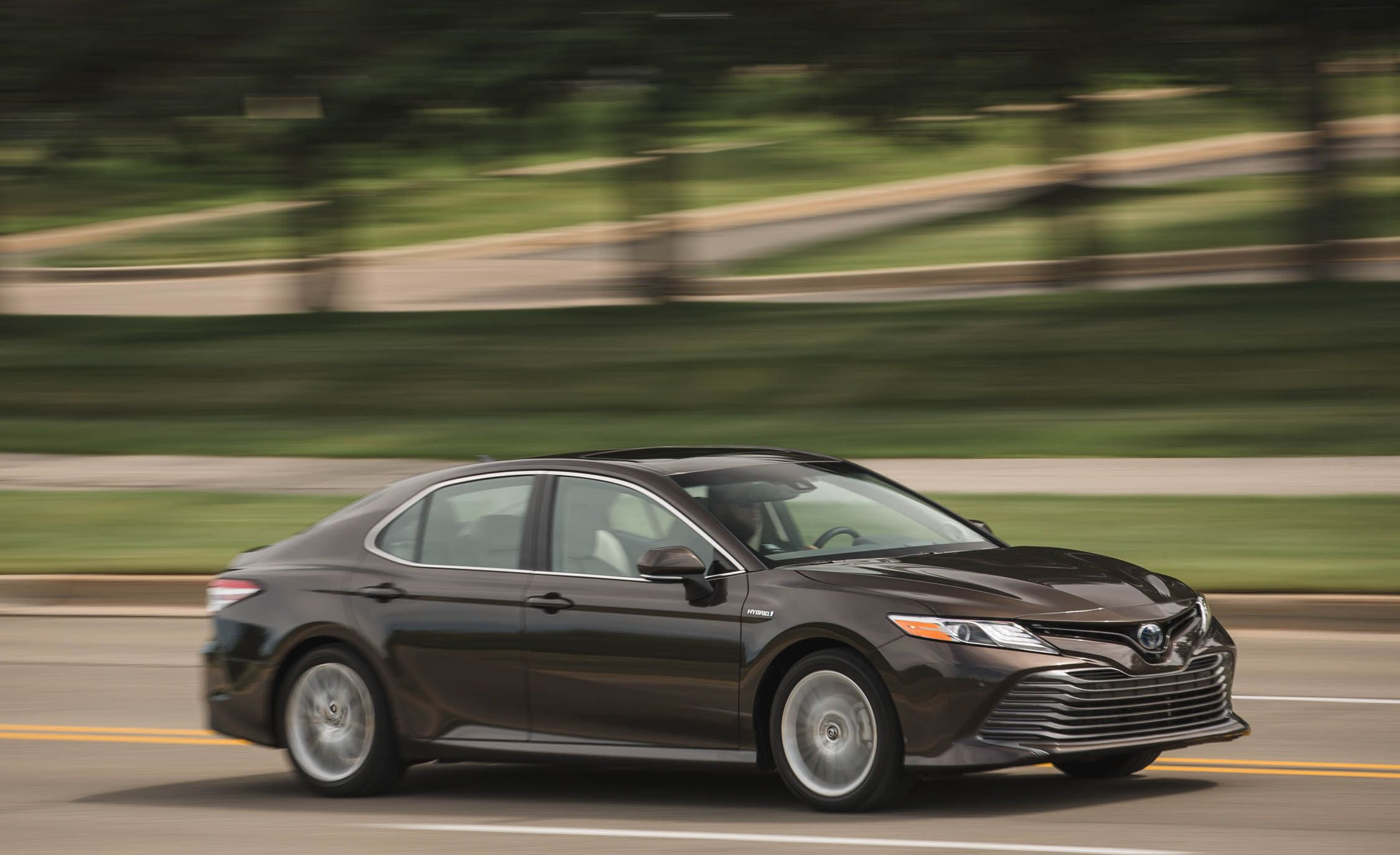 2018 Toyota Camry Xle Hybrid Test Review Car And Driver 91 2 0 Engine Diagram