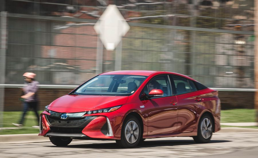 2018 toyota prius prime safety and driver assistance review car and driver. Black Bedroom Furniture Sets. Home Design Ideas