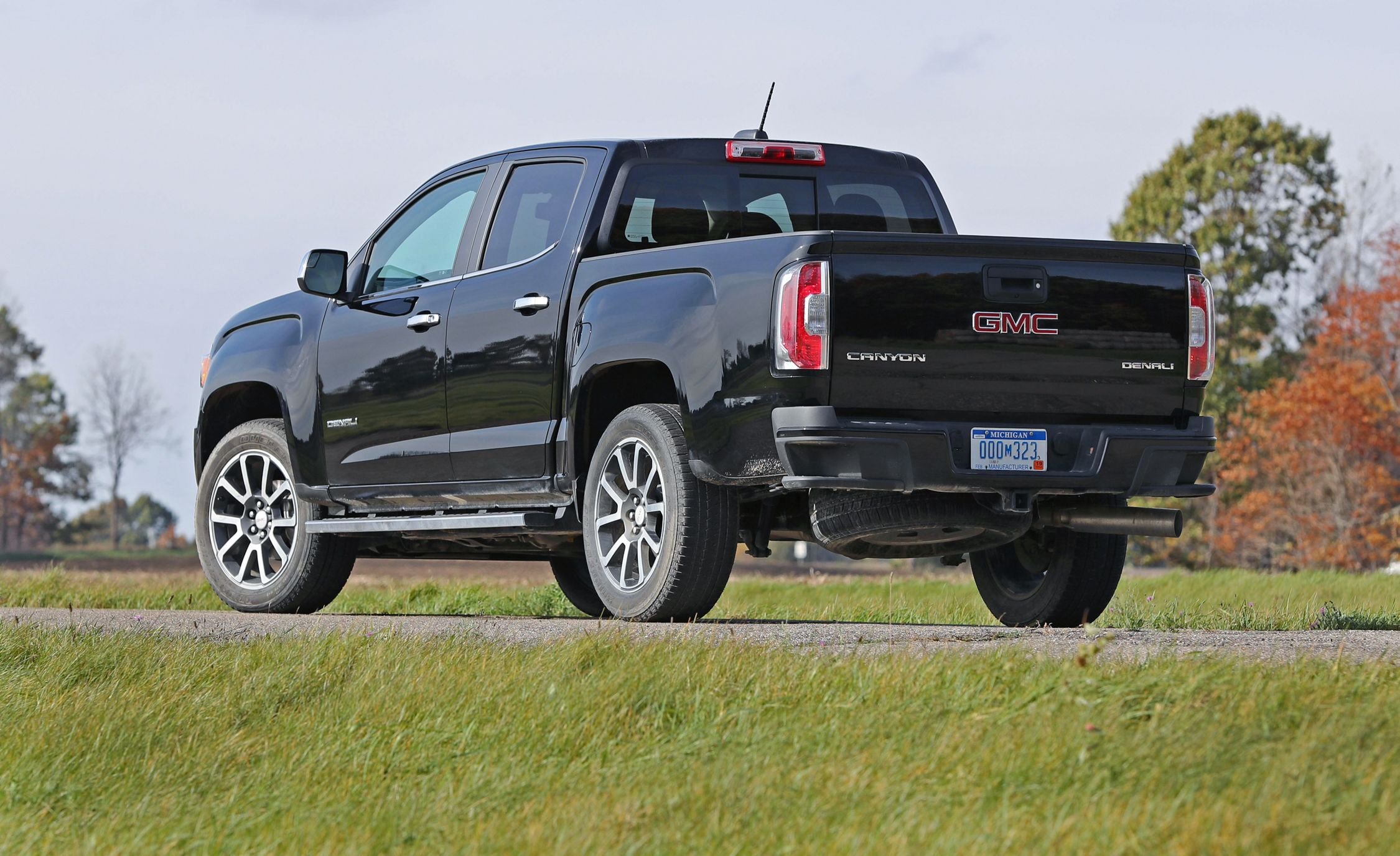2018 GMC Canyon | Cargo Space and Storage Review | Car and Driver