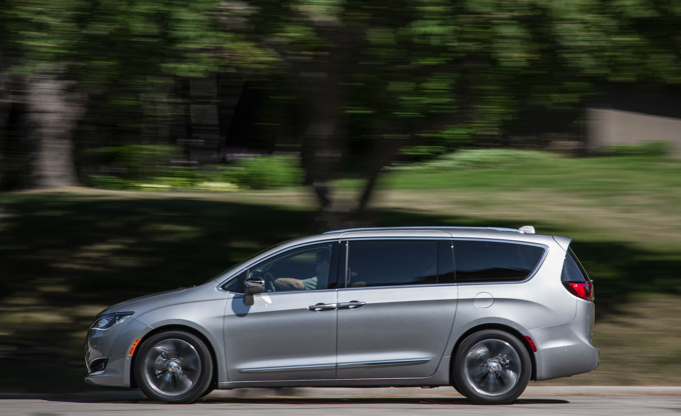 2018 Chrysler Pacifica In Depth Model Review Car And Driver 4 0 Engine Diagram