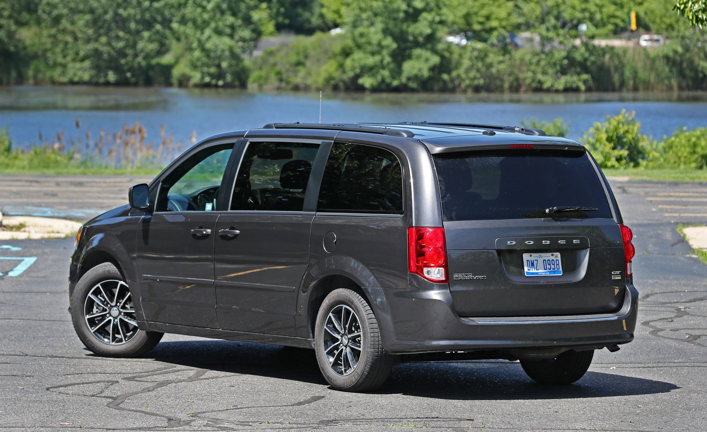 2018 dodge grand caravan cargo space and storage review. Black Bedroom Furniture Sets. Home Design Ideas
