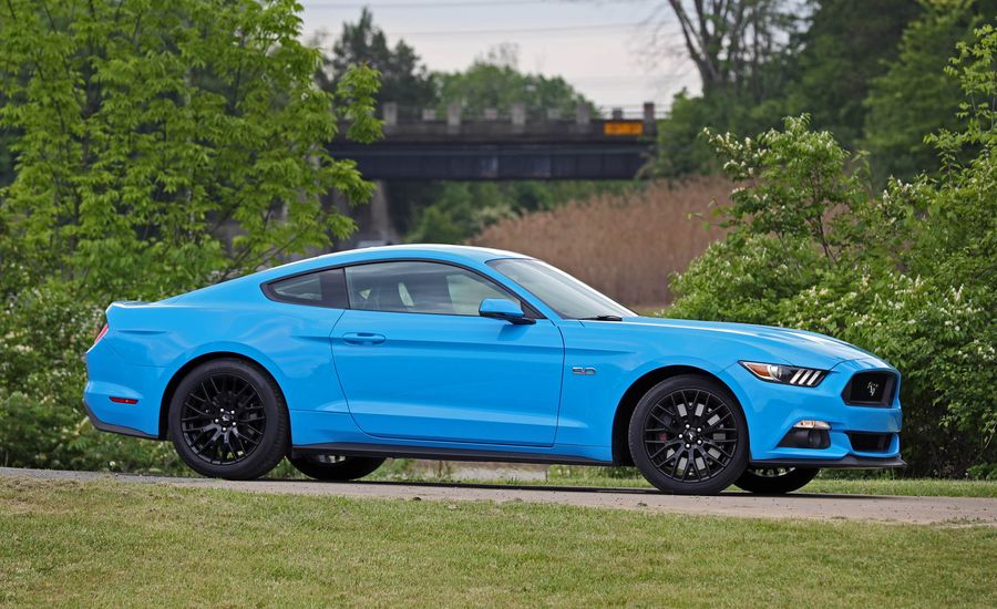 2017 ford mustang in depth model review car and driver. Black Bedroom Furniture Sets. Home Design Ideas