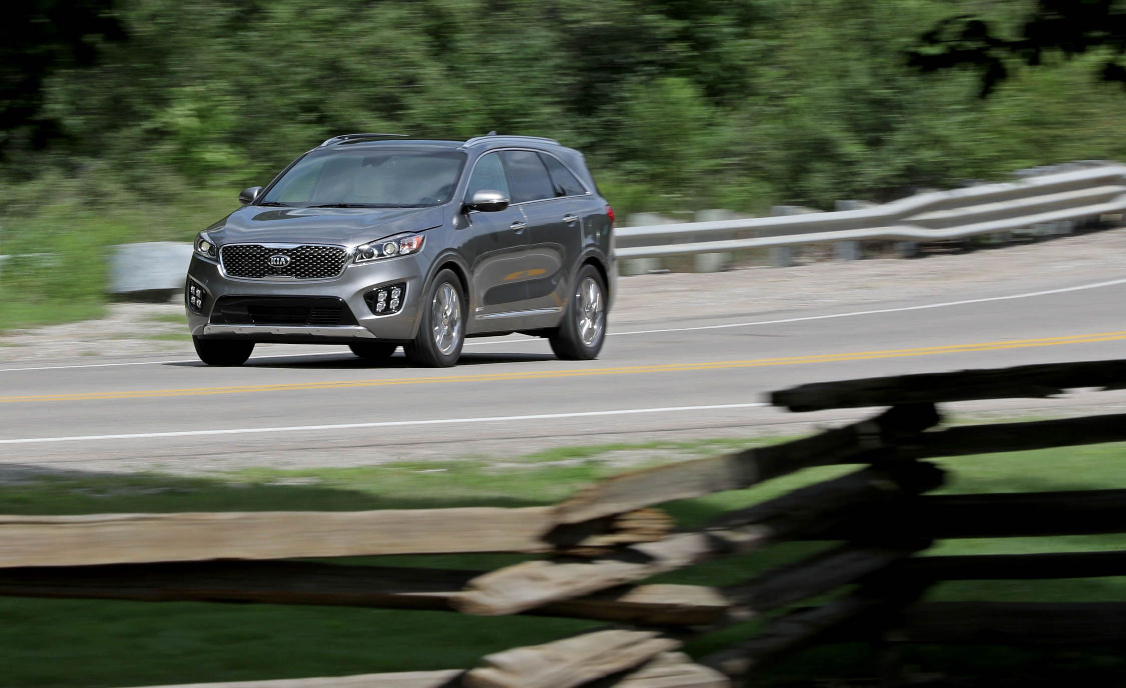 Kia Sorento: Front seat adjustment - power (if equipped)