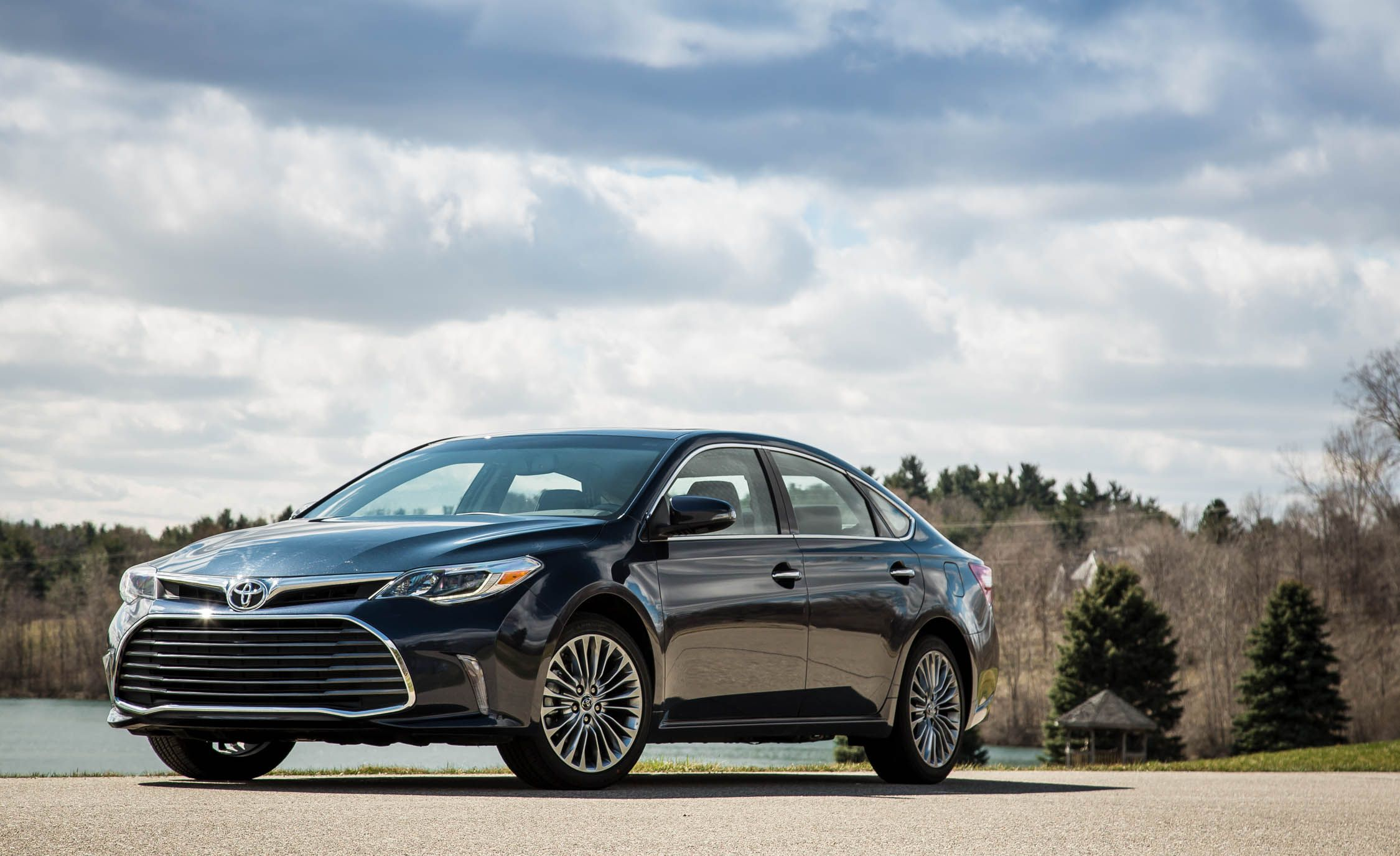 2018 Toyota Avalon Entune Infotainment Review Car And Driver