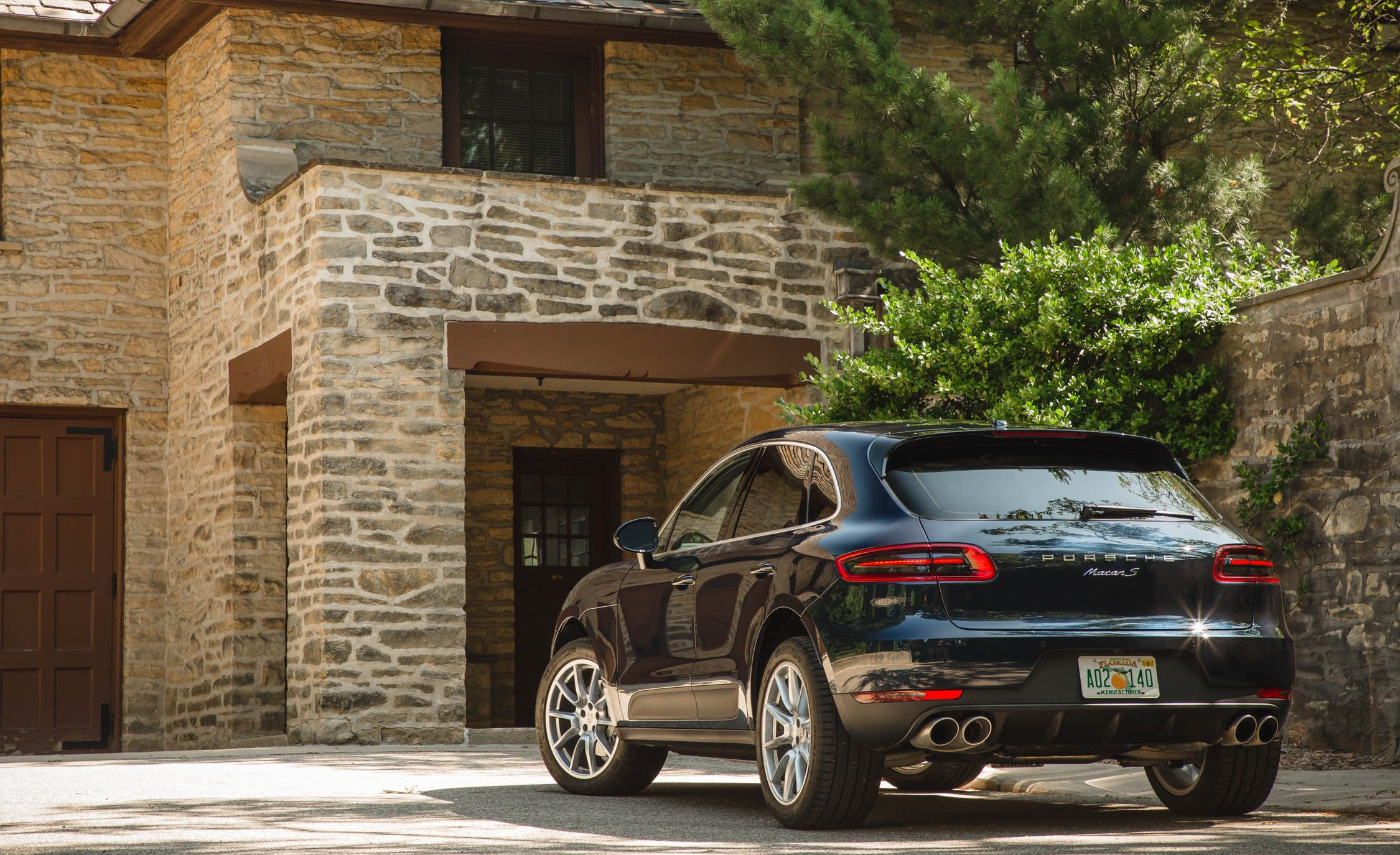 2017 Porsche Macan Cargo Space And Storage Review Car And Driver