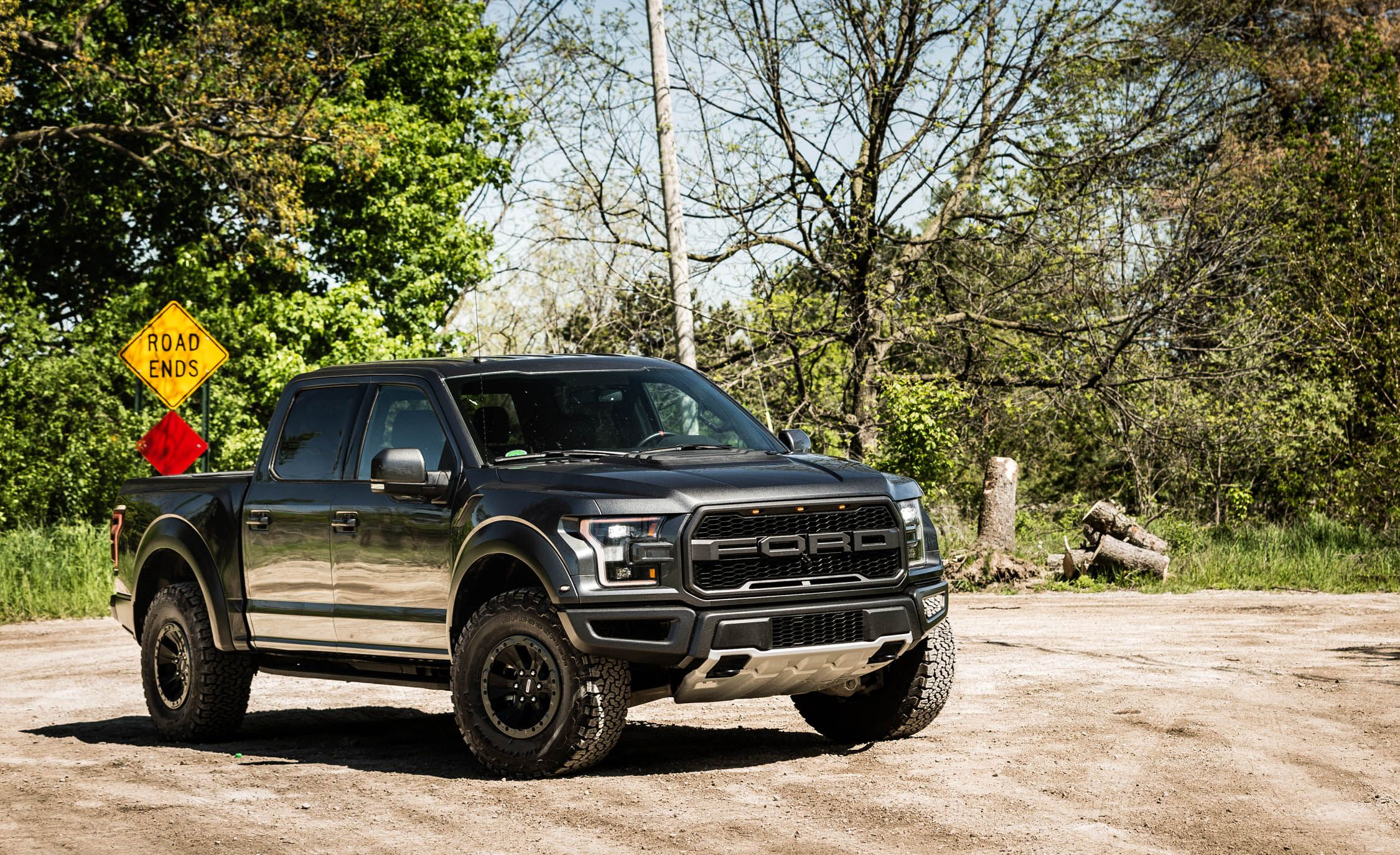 Ford Raptor Interior >> 2018 Ford F 150 Raptor In Depth Model Review Car And Driver