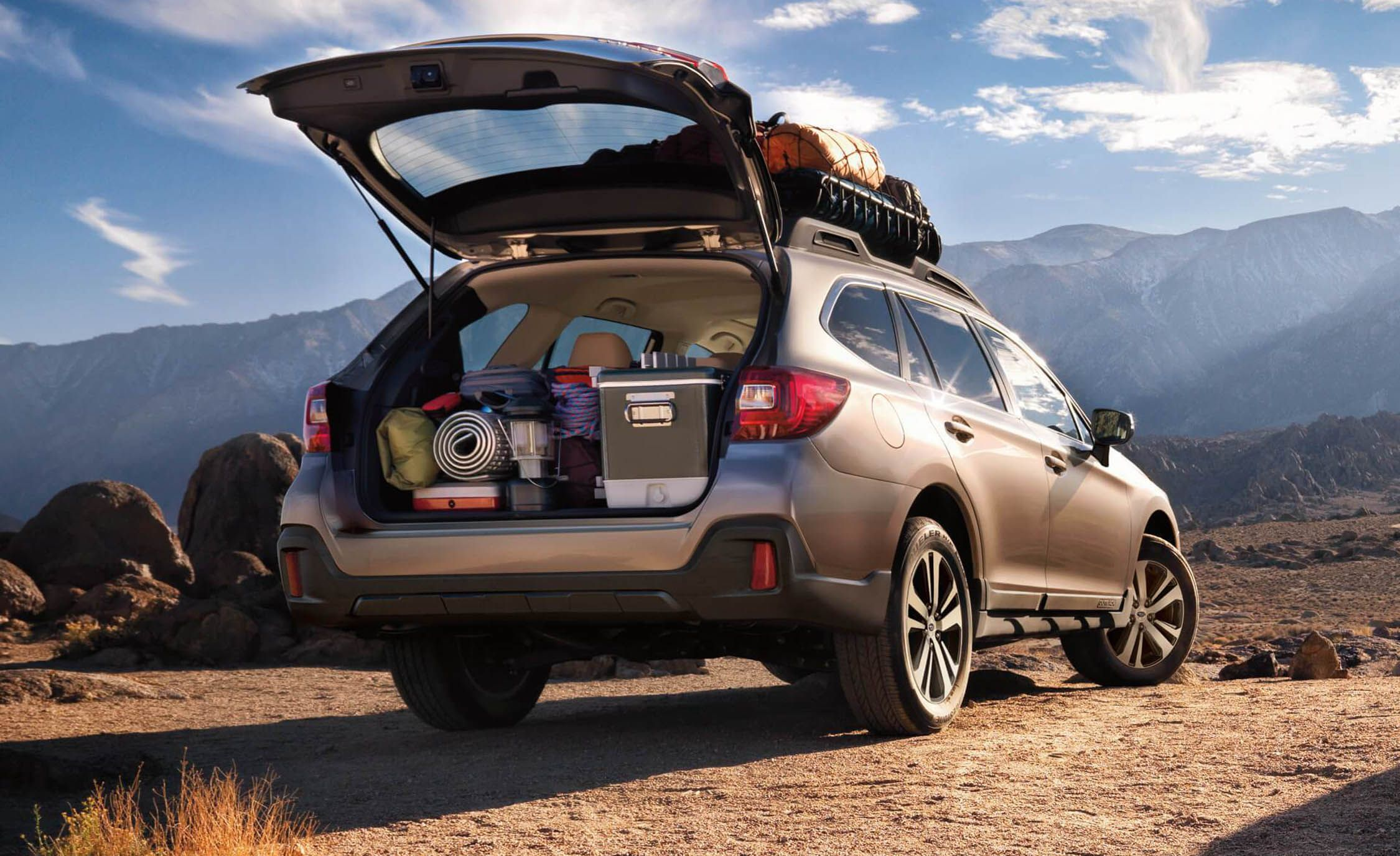 2018 subaru outback cargo space and storage review car and driver. Black Bedroom Furniture Sets. Home Design Ideas