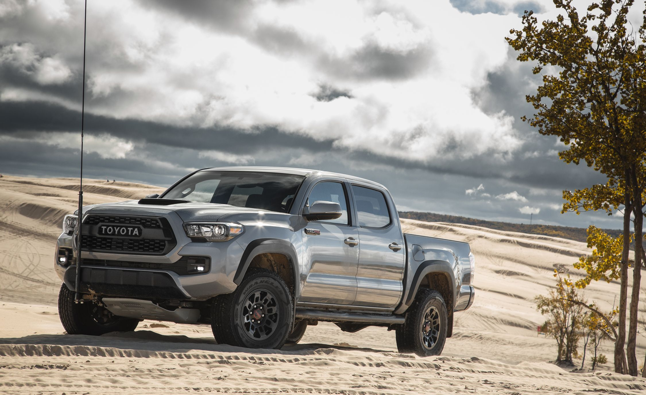 Tacoma Back Pages >> 2018 Toyota Tacoma Exterior Review Car And Driver