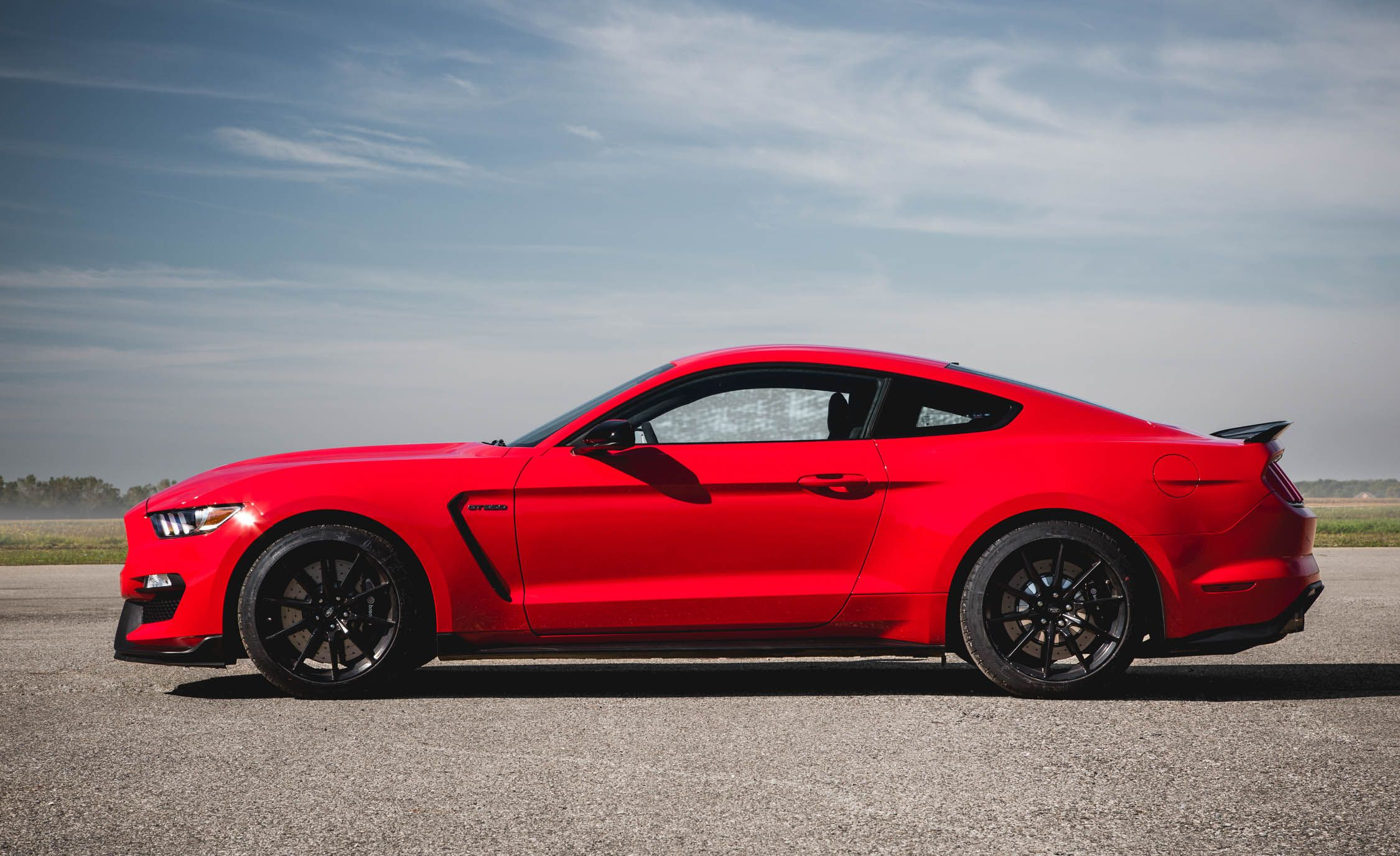 Gt350r Review >> 2018 Ford Mustang Shelby GT350 / GT350R | Interior Review | Car and Driver