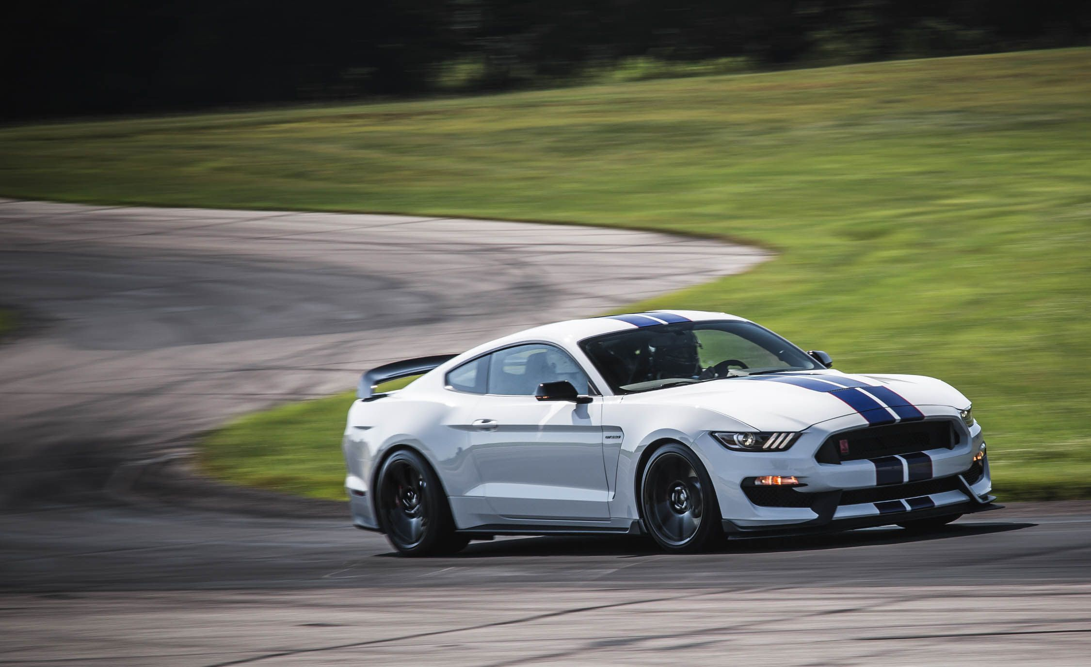 Gt350r Review >> 2018 Ford Mustang Shelby GT350 / GT350R   Performance and Driving Impressions Review   Car and ...