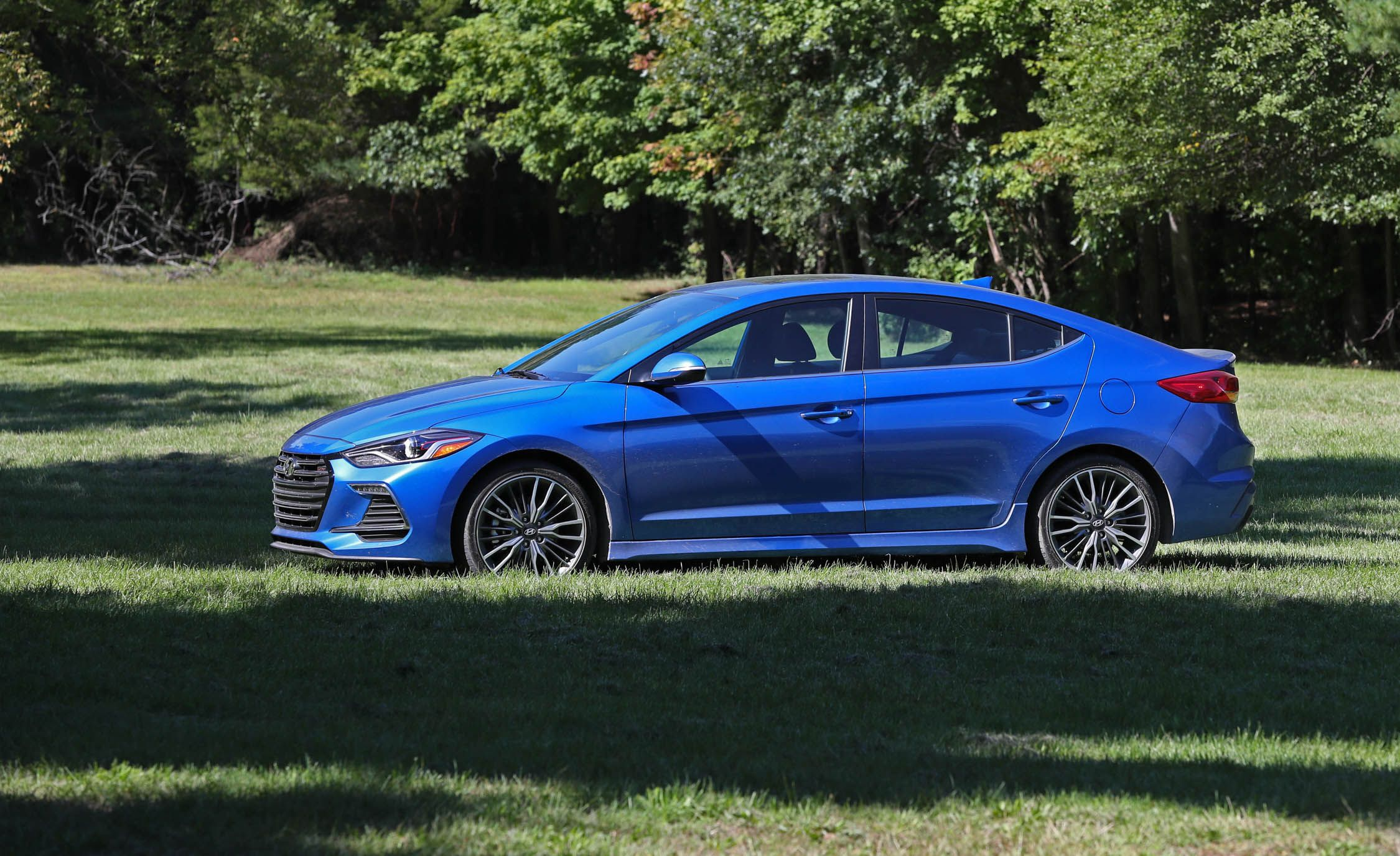 little sport like to elantra hyundai img lot but love review a