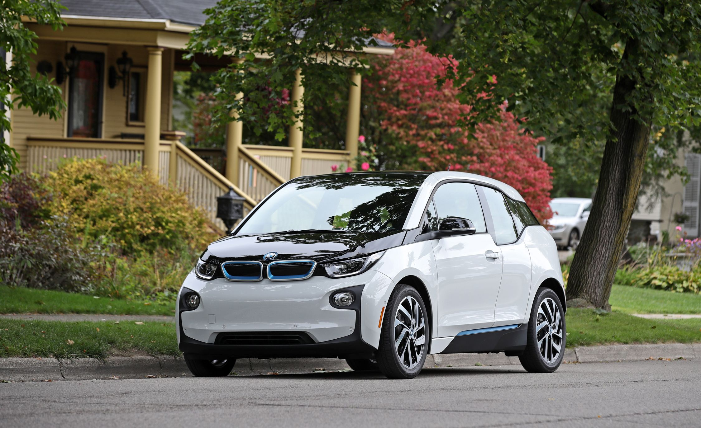 BMW i3 Reviews BMW i3 Price s and Specs