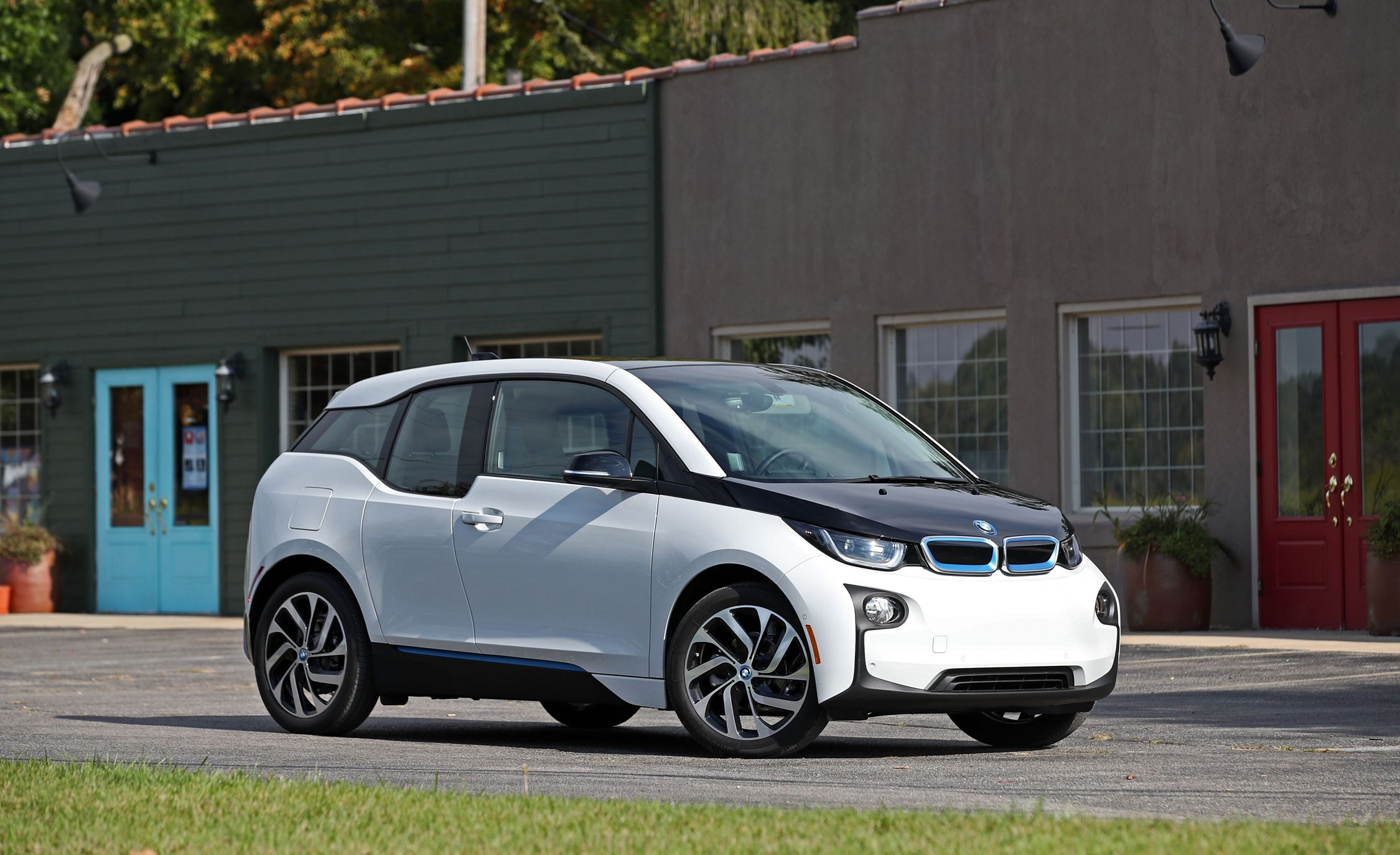2017 Bmw I3 With Range Extender Test Review Car And Driver