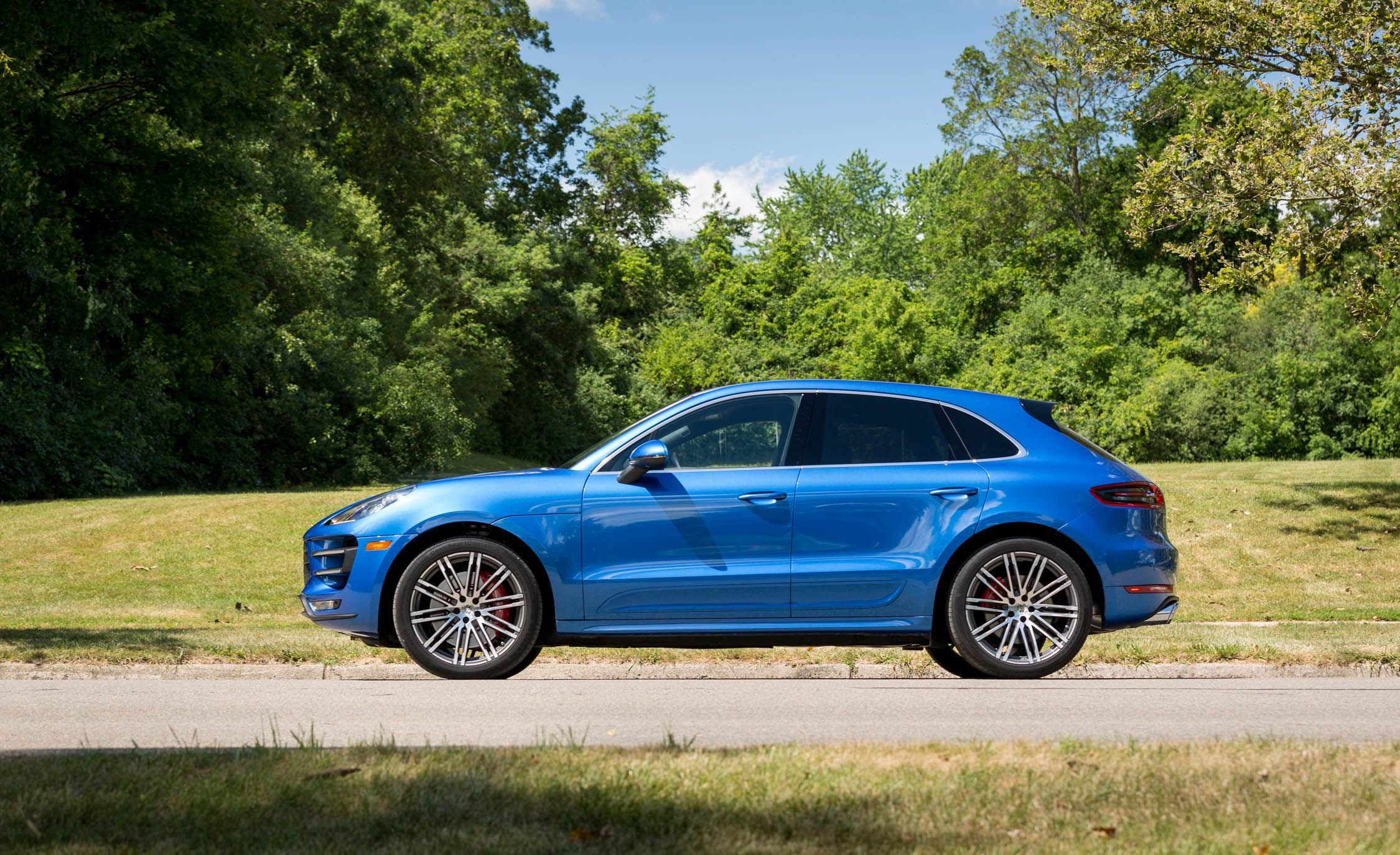 2017 Porsche Macan Turbo Interior Review Car And Driver