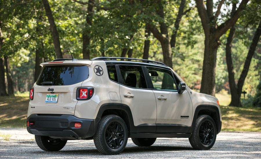 2017 jeep renegade cargo space and storage review car and driver. Black Bedroom Furniture Sets. Home Design Ideas