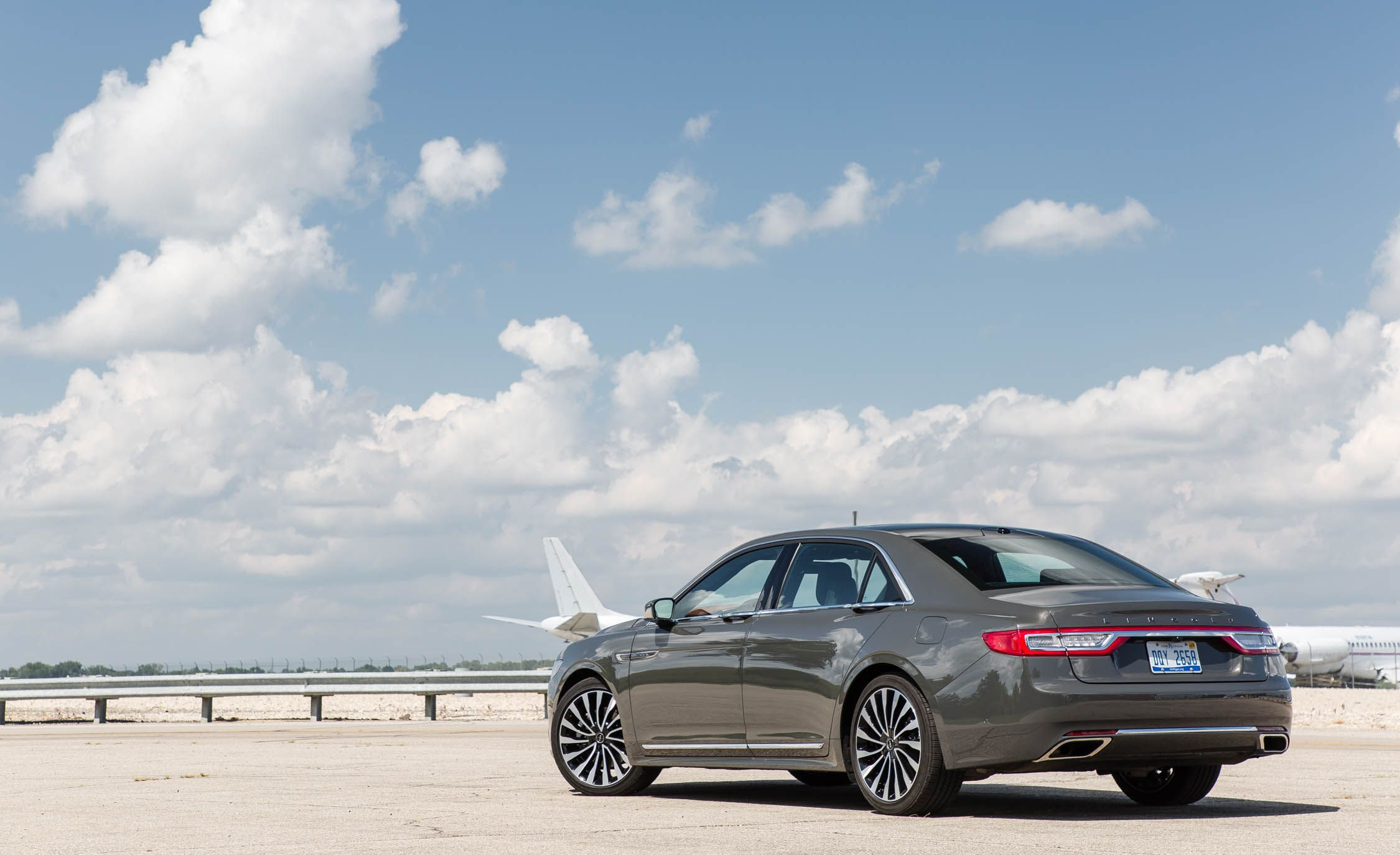2018 Lincoln Continental Interior Review Car And Driver