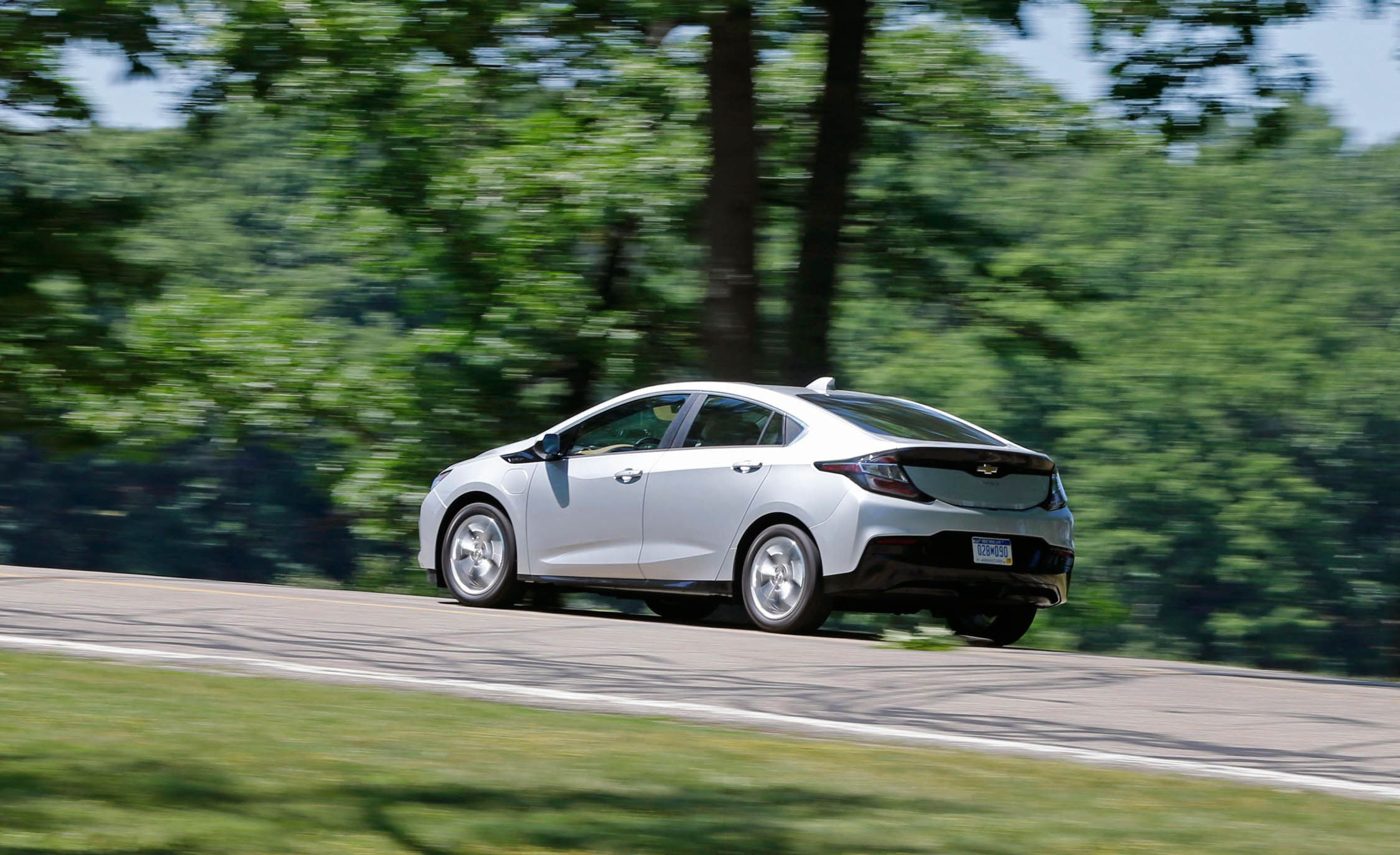 2017 Chevrolet Volt Premier Vs Toyota Prius Prime Advanced Chevy Engine Diagram Comparison Test Car And Driver