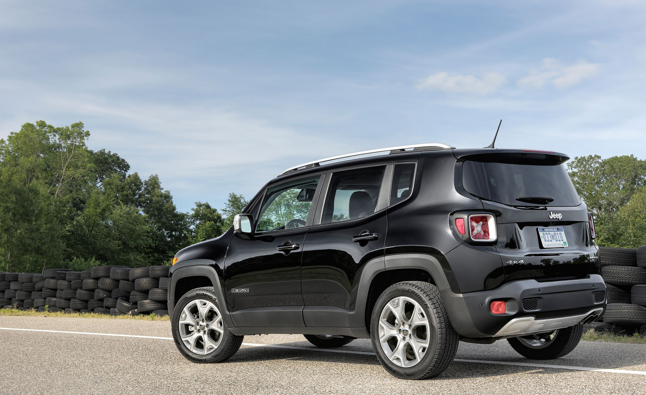 Jeep Announces 2016 Renegade Dawn Of Justice Edition News Car And Driver
