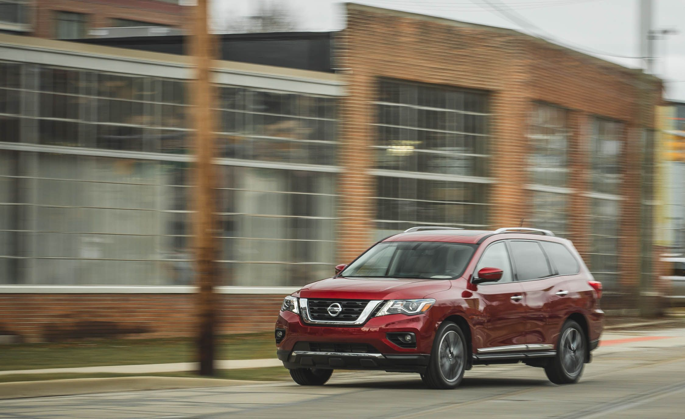 Nissan Pathfinder Reviews | Nissan Pathfinder Price, Photos, and Specs |  Car and Driver