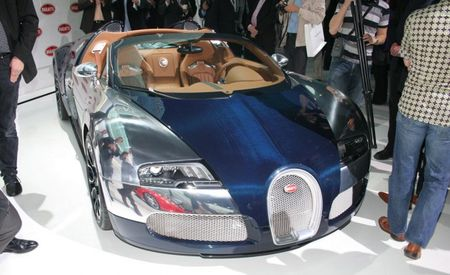 """2010 Bugatti Veyron Grand Sport Sang Bleu Shows Off Its """"Bleu"""" Carbon Fiber"""