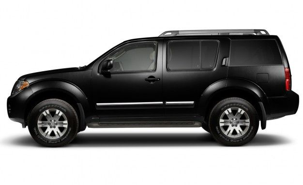 Nissan Celebrates 25th Anniversary of Pathfinder with 2011 Silver Edition