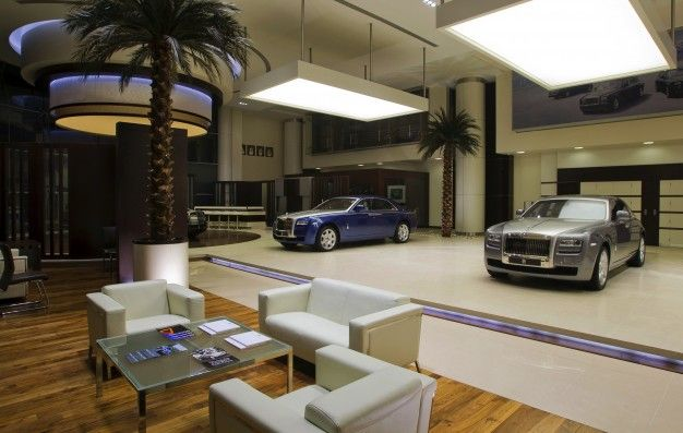 Rolls-Royce Opens Mega Dealership in Abu Dhabi, Unveils Phantom With Even More Mega Name