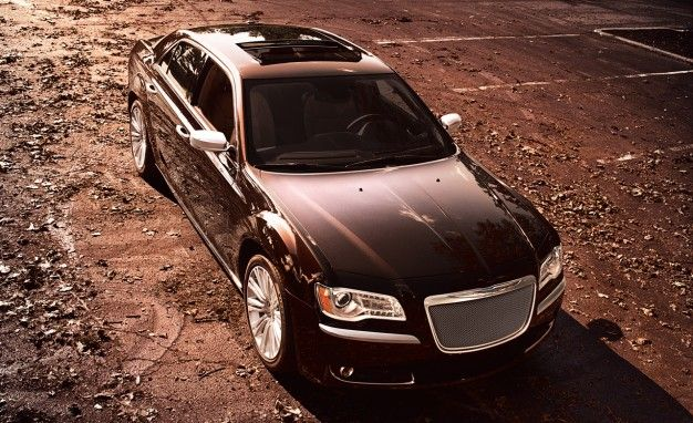 Range-Topping 2012 Chrysler 300 Executive Series Now Known as Luxury Series, Adds V6 Model
