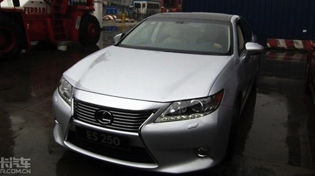 Restyled 2013 Lexus ES Sedan Spotted Undisguised in China