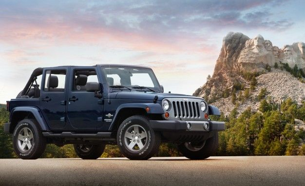 2012 Jeep Wrangler Freedom Edition Proudly Wears the Red, White, or Blue