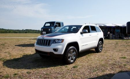 Jeep Introduces Off-Road-Friendlier Grand Cherokee Trailhawk for 2013