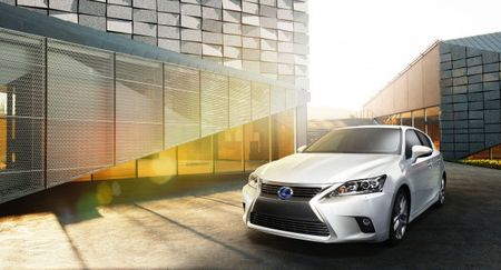 Lexus's CT200h Hybrid Hatchback Updated for 2014, to Debut in China