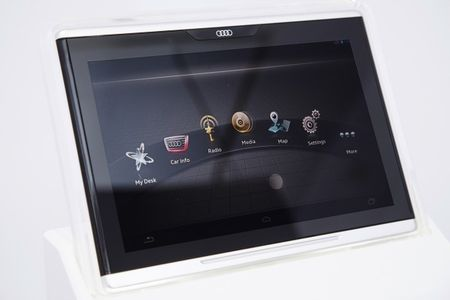 Audi Shows Off In-Car Tablet, Downsized Piloted Driving Computer, and More [2014 CES]