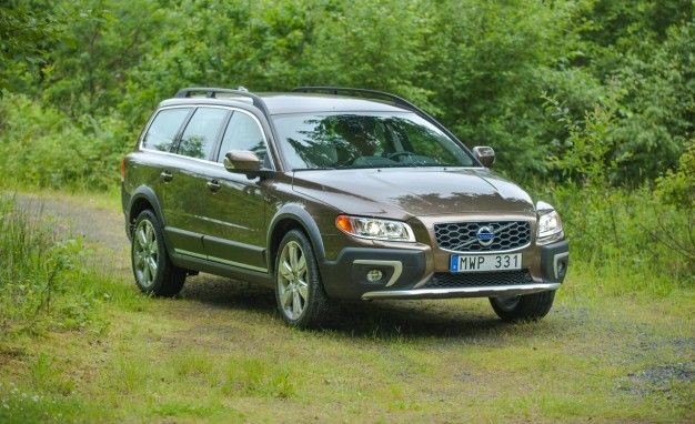 volvo xc70 reviews volvo xc70 price photos and specs car and driver. Black Bedroom Furniture Sets. Home Design Ideas