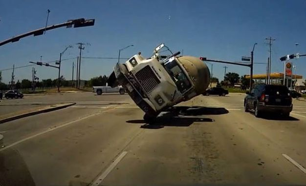 Minivan's Dashcam Captures Terrifying Head-On Collision with Cement Truck (Everyone's OK)