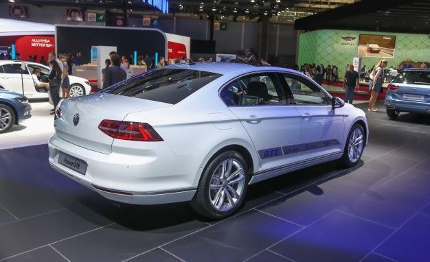 Volkswagen Debuts Euro Passat Gte Plug In Hybrid News Car And Driver