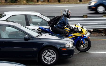 California Says Motorcycle Lane-Splitting Is Hella Safe—Really