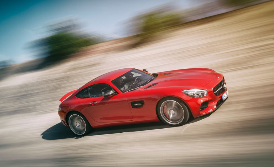 15 Rad Things You Need to Know About the Mercedes-AMG GT S - Slide 13