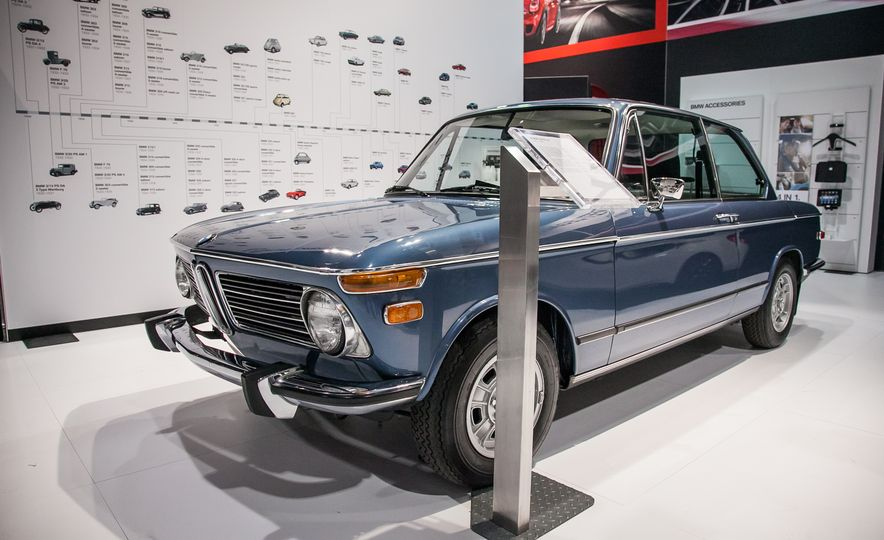 15 of the Hottest Classics at SEMA: Porsches, Mustangs, Off-Roaders, and More - Slide 18