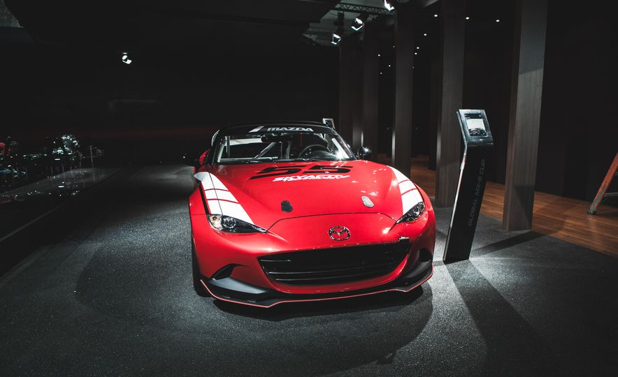 2016 Mazda MX-5 Cup Car - Slide 3