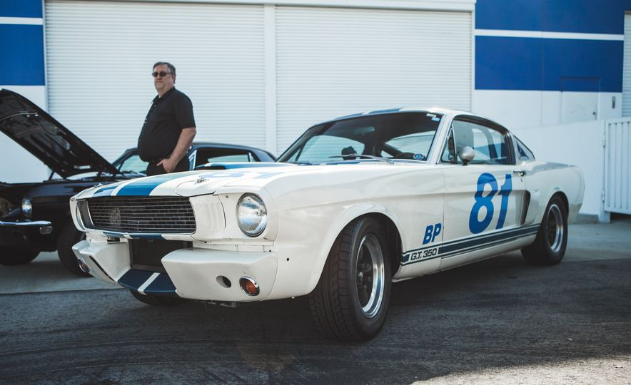 Ford Mustang Shelby GT350s and GT500s Gather to Welcome the New GT350 - Slide 9
